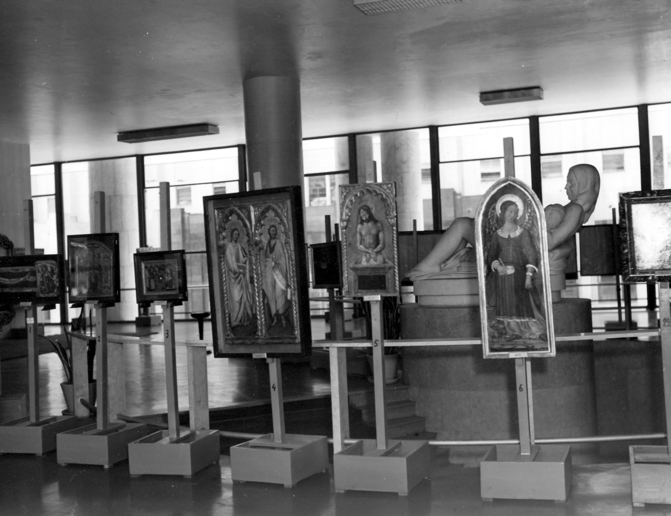 Exhibition of Italian painting, Ministry of Education and Public Health (MES) building, Rio de Janeiro, 1946.