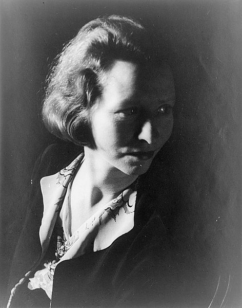 Portrait of Edna St. Vincent Millay, date unknown. Photo by Carl Van Vechten.