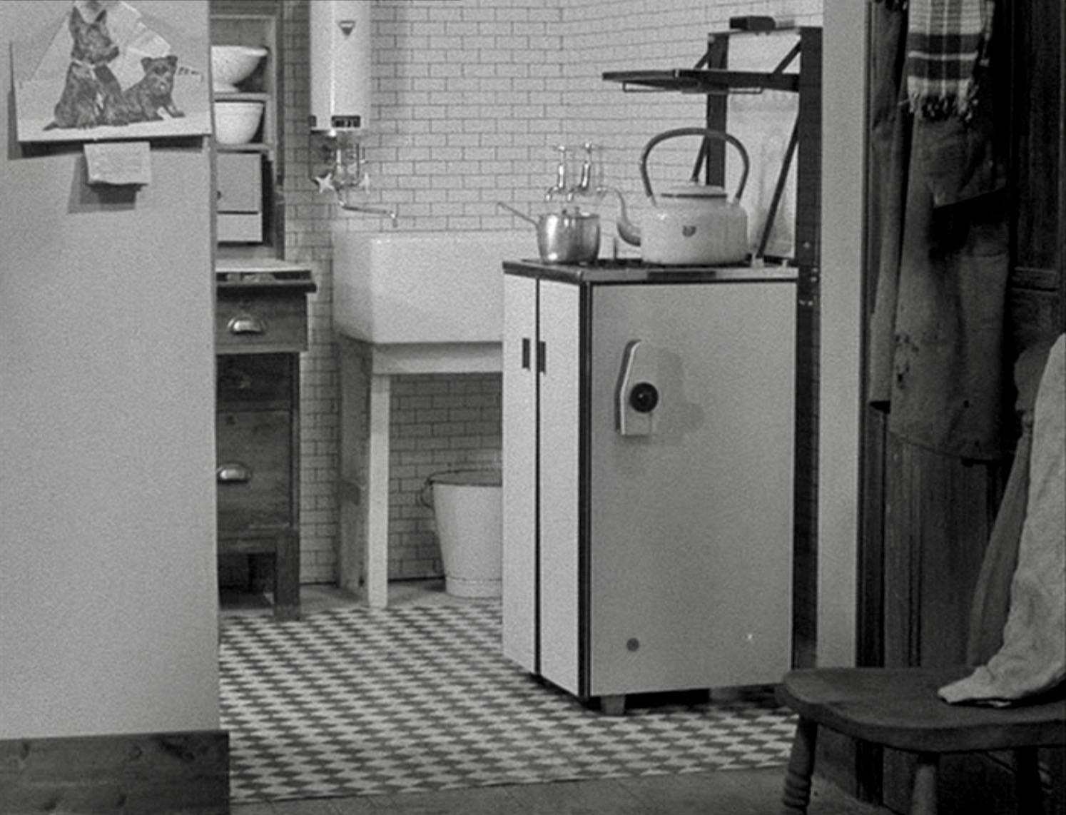 The new, modern kitchenette in Mony a Pickle (1938).