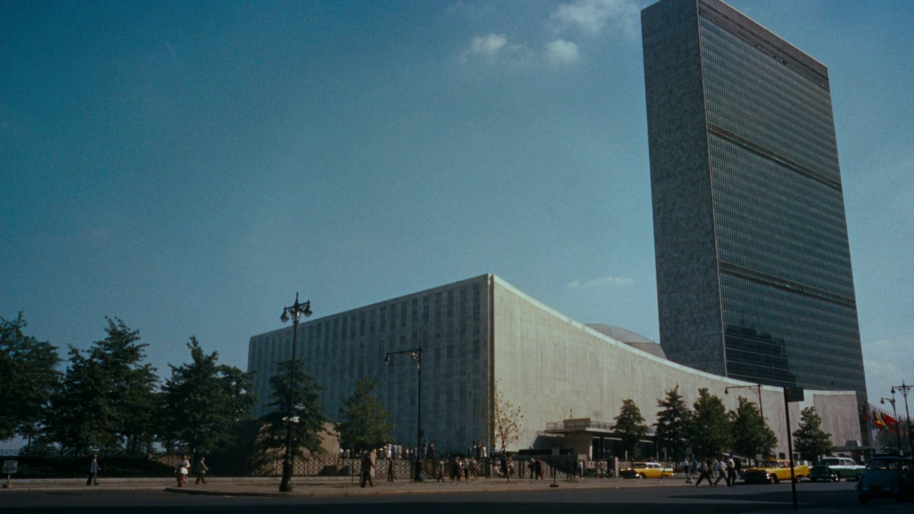 Still of the UN headquarters from North by Northwest, 1959.