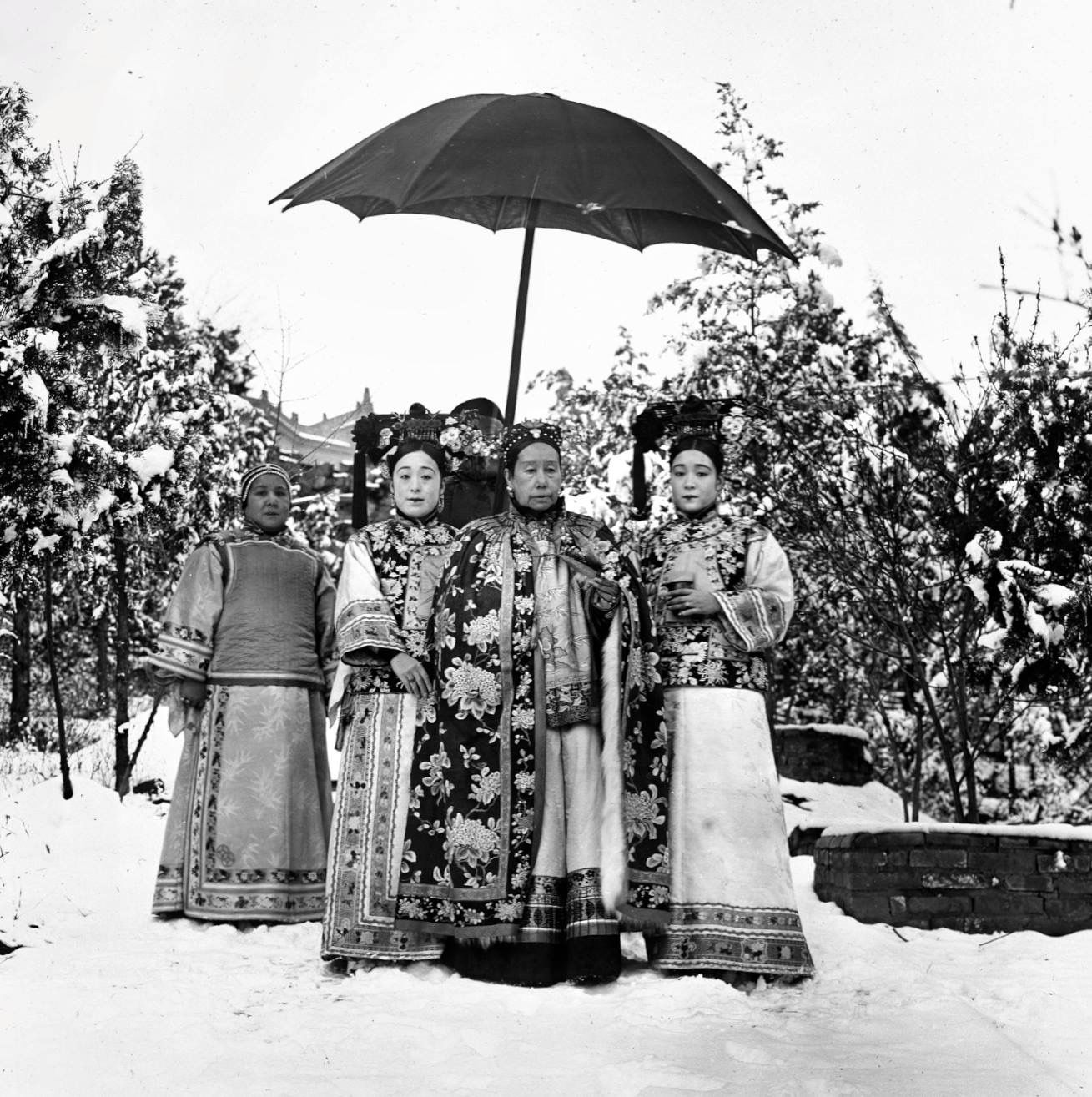 The Yu sisters flanking the Empress Dowager Cixi, Summer Palace, Beijing, c. 1903.