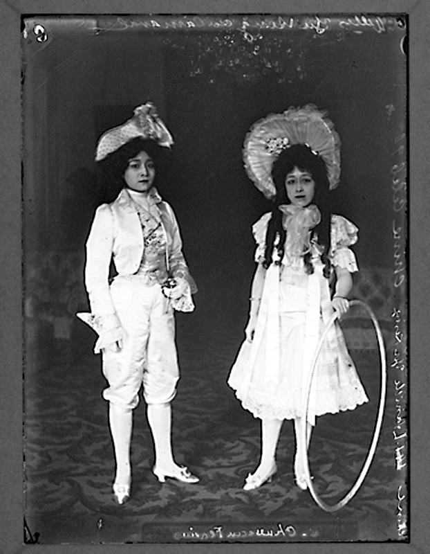 Yu Rongling and Deling dressed for Chinese New Year at the Qing legation Paris, c. 1900.