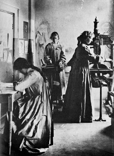 Elizabeth Yates (right) working on an iron hand-press at Dun Emer (precursor to Cuala Press), ca. 1903. Princeton University Library.